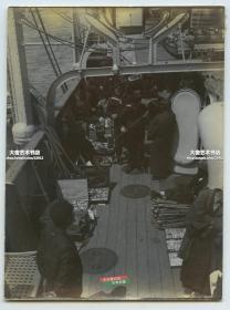 清代在亚洲巡航的德国军舰上,有日本人登舰售卖纪念品老照片