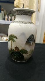567瓷,70-80年代景德镇美术瓷厂粉彩手绘山水灯笼瓶