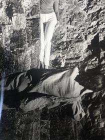 奇幻照片横卧美女照片一张
