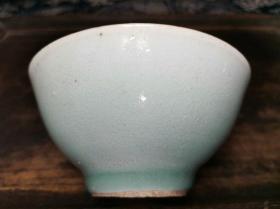 清代中后期景德镇窑民俗瓷器豆青釉青花底款茶碗