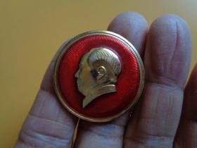 文革纪念章 毛主席像章(背:毛主席万.4302)【反光拍照】【直径3.3】【保老保真】