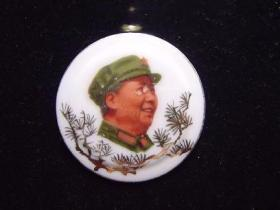 毛主席像章  福建德化凸版手绘瓷章