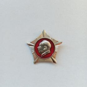 文革五角星形毛主席像章