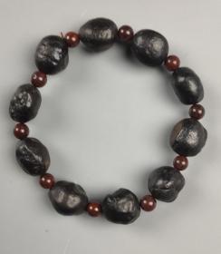 陨石手链,褐色陨石手链,陨石原石珠子漂亮,圆润,稀有陨石手链,温润如玉,极为稀有墨色陨石手链,极品也,非常难得,收藏珍品