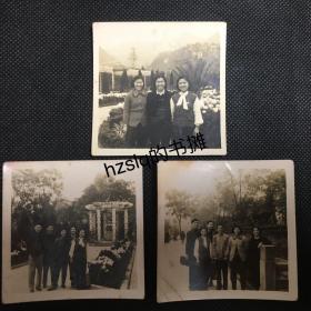 【系列照片】早期1955年重庆南温泉众青年男女疗养时留影3张合售,看看那时的精神面貌。老照片影像清晰,背有注释、颇为难得