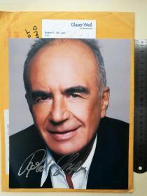 国际著名犹太裔律师、1994年震惊全世界的辛普森案辩护律师、罗伯特·夏皮罗 ( Robert Shapiro )、曾出任过好莱坞巨星马龙·白兰度和传奇巨星迈克尔·杰克逊等人的律师、洛杉矶市前副检察长、在法律界有着极高的声望、亲笔签名、官方大照片1张(珍贵、罕见)