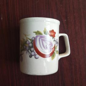 茶杯,唐山瓷厂生产,水杯一个。详情见图。