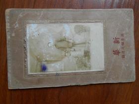 民国时期浦东烂泥渡镇新华照相馆照片《母女俩》 硬纸底板 照片9.2厘米#6厘米