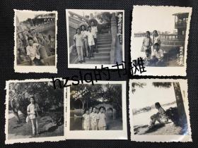 【系列照片】早期1961年福建福州西湖公园男女学生游玩留影6张合售,分别有猴宫+石船+五孔桥等景点。老照片影像清晰,颇为难得