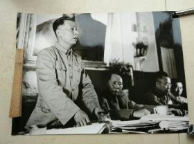 毛主席,刘少奇,朱德第一次政协会议照片一张。