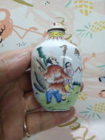 铜胎瓷器鼻烟壶,年代未知,有残的地方,品相不太好,价格不高,售出不退。有残,谨慎下单,售出不退。