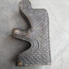 铜器摆件一个,年代有待考证,没见过这样的物件,份量挺重,喜欢的来买,售出不退。个头不算小,份量很重,年代不确定,谨慎下单,售出不退。