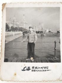 老照片 1966年红卫兵在上海外滩码头留影