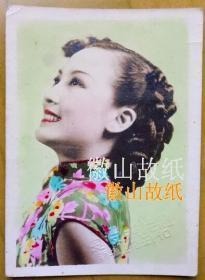 民国老照片:民国大美女——中国最早两栖明星——周璇(江苏常州人)。手工上色,上海良友照片社