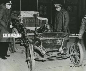 1946年1月北京北平颐和园展览的慈禧太后的奔驰汽车银盐老照片。22.8X18厘米