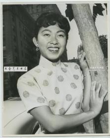 1960年穿传统夏季短袖旗袍的香港年轻女子肖像大幅照片,24.9X20厘米