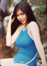 美女泳装 照片