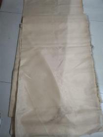 老绢一卷,长约20米,宽1.38米,是工艺美术研究所七八十年代库存