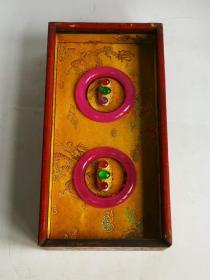 天然冰种翡翠手镯+银鎏金镶冰种翡翠戒指一盒。翠质冰透细腻,种水十足,色彩艳丽,器型佩戴贵气,包浆浓郁,保存完好,收藏珍品