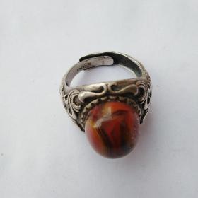 银戒指一枚,925银,保真,价格不高售出不退。