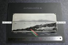 民国1926年大英帝国舰队在山东威海卫列队全景合影老照片, 28.2X12.4厘米,共计九艘军舰+1艘潜水艇,照片下部纸卡上按位置注明了这些舰船的名称