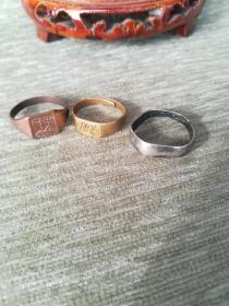 三个老戒指,一个清代足银款银戒指,两个铜戒指,福字,财字,2*2*0.5cm
