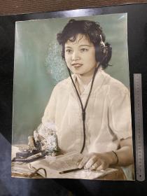 七十年代末美女电报员 手工上色超大尺寸老照片 59*39厘米