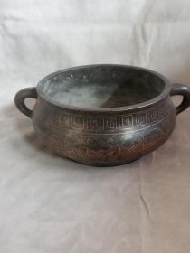 铜镶嵌银丝香炉。