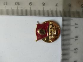 毛主席像章:全世界无产者联合起来,毛主席万岁,  北京 , 红旗证章厂,尺寸图参考