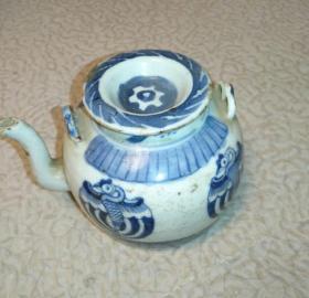 清朝罕见图案青花壶