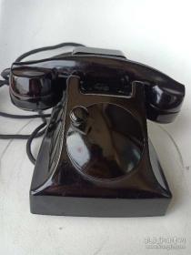 罕见电话机!前突后翘身段精致的早期《爱立信电话机》。拨号摇把在正前方,后背响铃背包盒,造型精美。