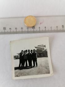 博物馆合影      50件以内收取一次运费4。硬币作参考大小自定。