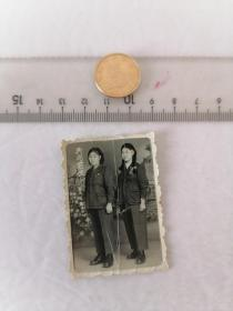 1955年共同前进合影      50件以内收取一次运费4。硬币作参考大小自定。