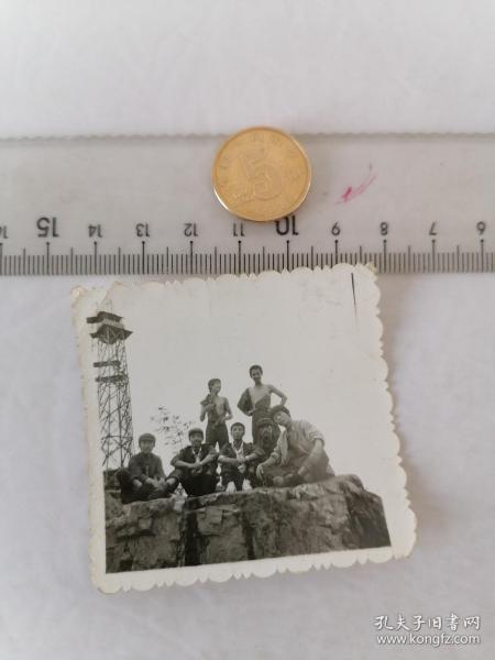 电线塔合影      50件以内收取一次运费4。硬币作参考大小自定。