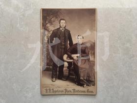 清代同期 外国夫妇合影肖像 照相馆橱柜照片 蛋白照片 约1880年代左右