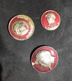 毛主席像章3个 古玩古董红色博物馆真品收藏