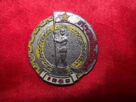 1950年解放华中南纪念章