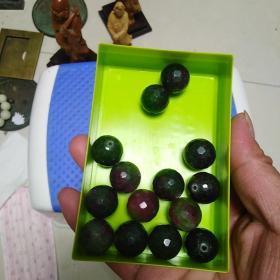 共收了52粒这样的珠子,这是其中的14粒,不知是何材料,颜色挺漂亮,喜欢的来买,售出不退。大约直径1.3cm,没有游表卡尺,量的不准,大约是这么大。标的是14颗合计的价格。