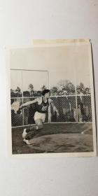 济南运动员 孙久远 铁饼打破全国纪录、亚洲投掷纪录保持者孙久远先生、1959年徐州运动员孙久远在北京创男子铁饼53.84米全国和亚洲记录