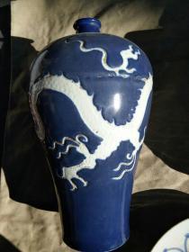 小口蓝釉白龙瓶