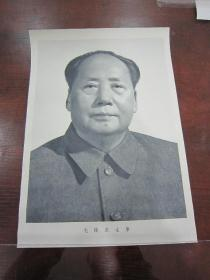 早期宣传画;近全品-66年--8开《毛主席标准像--双耳双排扣》