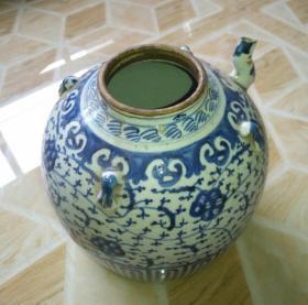 清中期巨大青花莲枝茶壶