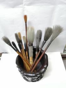 画家留下旧毛笔11支,都是精制毛笔。
