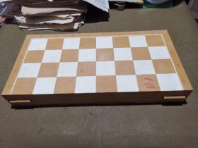 塑料质国际象棋  可能是前苏联的 俄国乡村风格 4.5厘米格