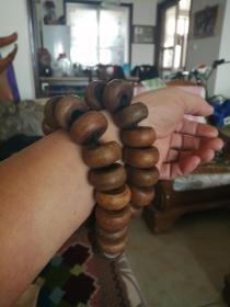 36颗老旧算盘珠手链,木料疑似黄花梨。