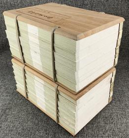 影印本《四世同堂手稿》全12册,16开折叠线装,木板套封,包括《惶惑》《偷生》各6册