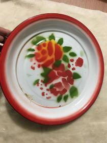 七八十年代花卉搪瓷茶盘一个,怀旧佳品,保存的十分完好,直径约30厘米,高约3厘米