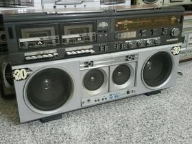 大型木壳收录机凤凰8362型号牌正常播放