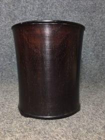 紫檀笔筒,高16.5厘米,口径15厘米,重845克,