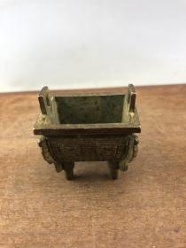 双龙浮雕香炉B2535